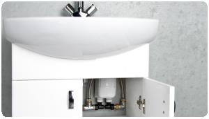 najlepiej zamontować przepływowy podgrzewacz wody pod umywalką